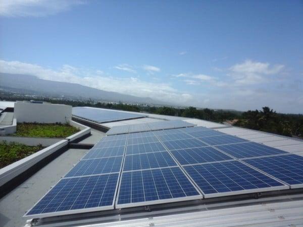 Panneaux solaires de l'immeuble Semader à Ile de la Réunion.
