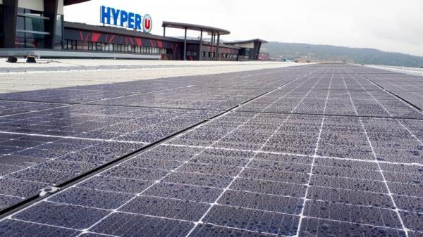 Panneaux solaires de L'hyper U de Doubs.