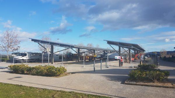 Ombrières de parking de la piscine Poséidon.