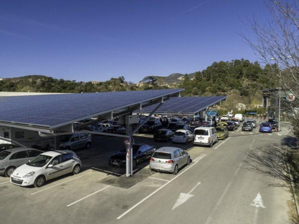 Ombrières de parking en autoconsommation du Super U de Lodève.