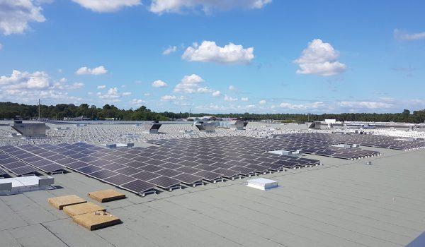 Panneaux solaires en autoconsommation sur le toit du Pian Médoc.