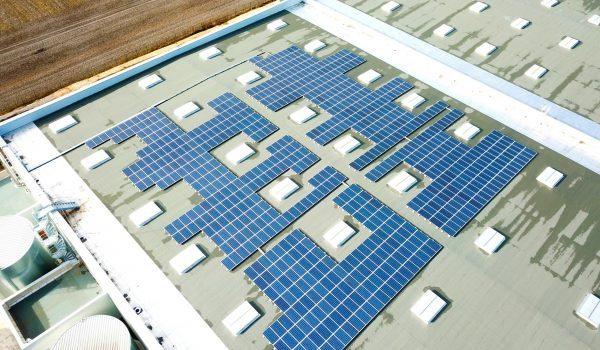 Vue des panneaux solaires sur le toit de marie-cestas.fr